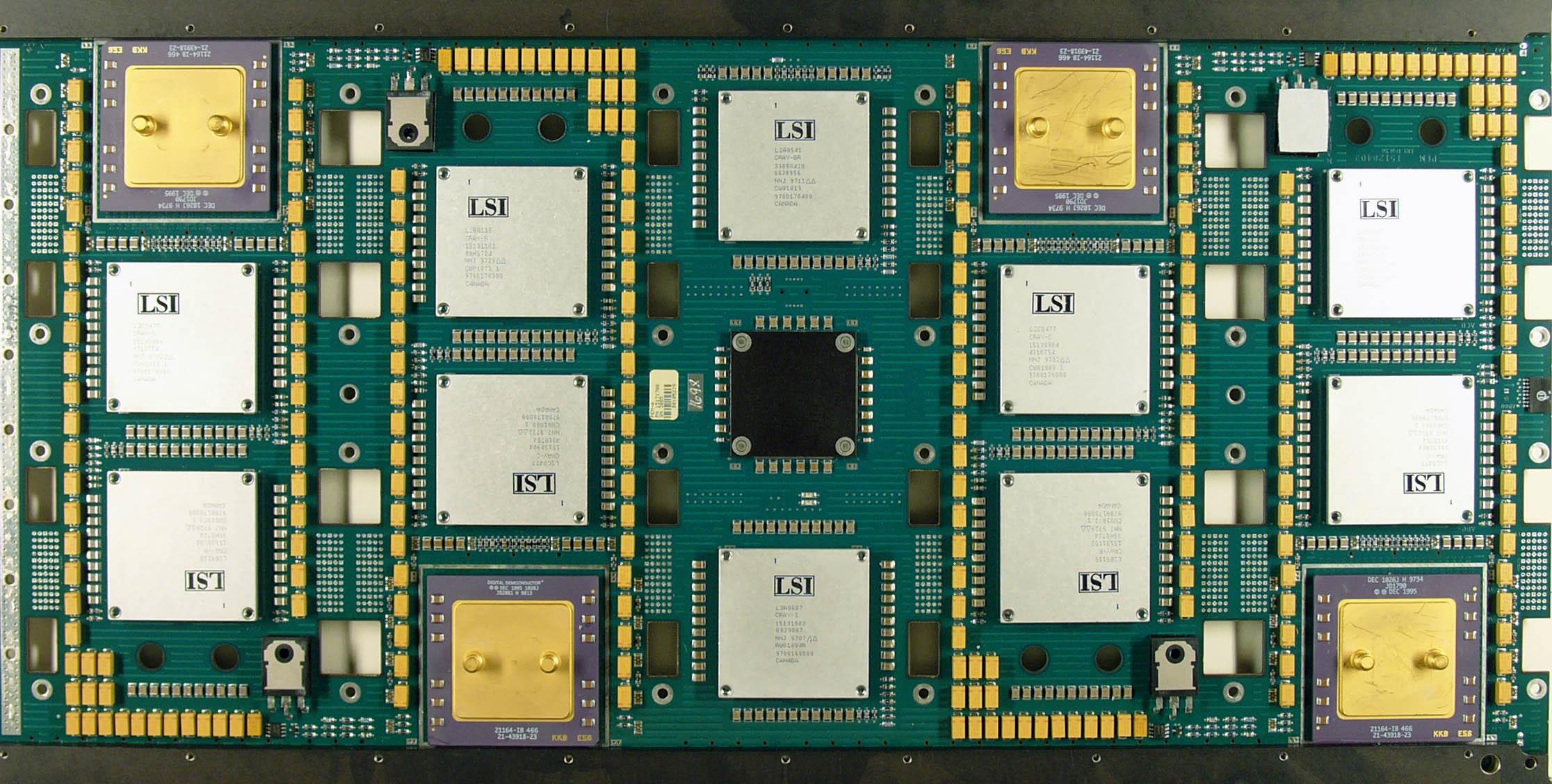 Karta procesorowa z superkomputera Cray T3E; na zdjęciu widoczne cztery procesory Alpha 21164 300MHz.