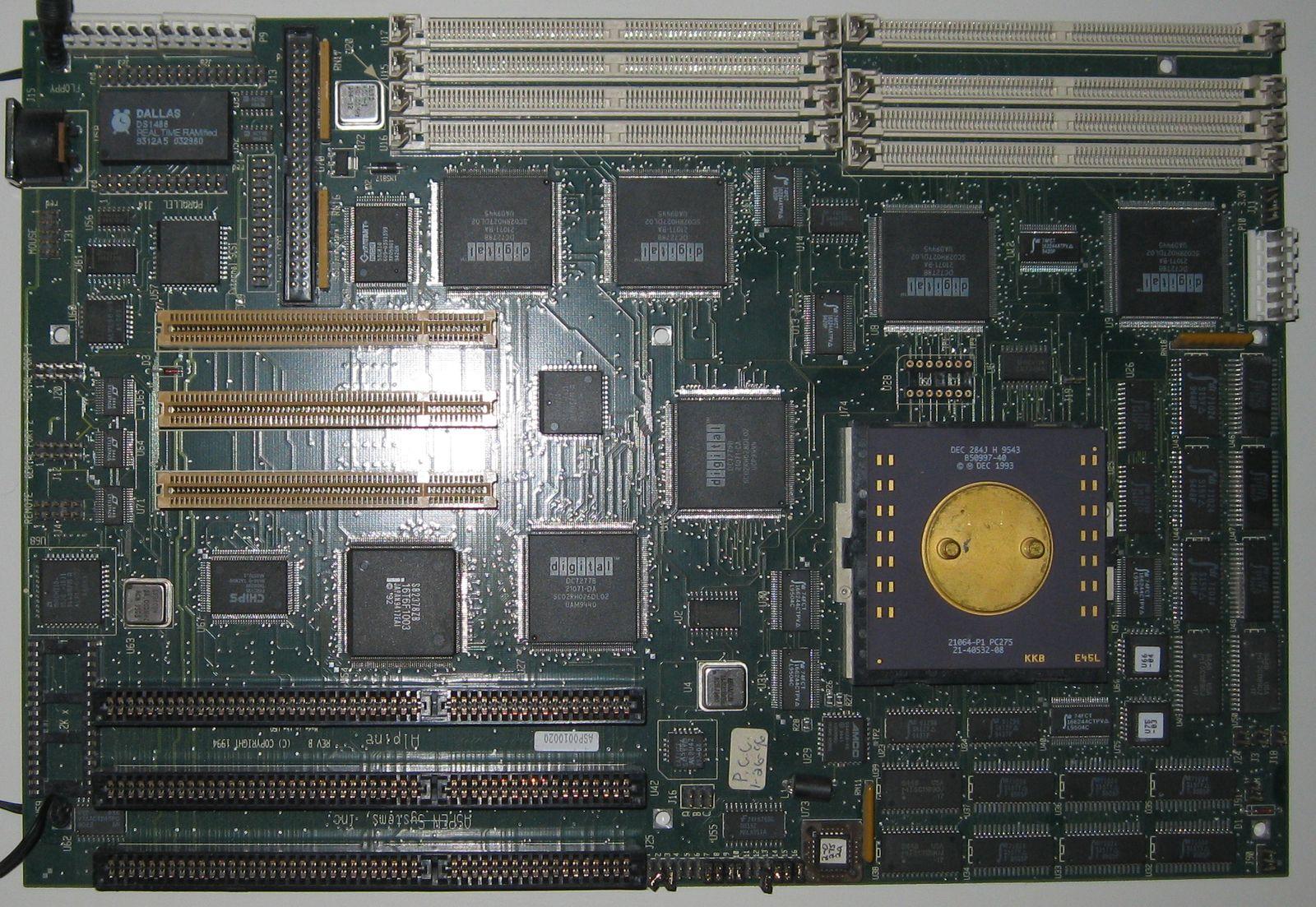 Typowa płyta główna pod procesor Alpha - Aspen Alpine Eb64P.